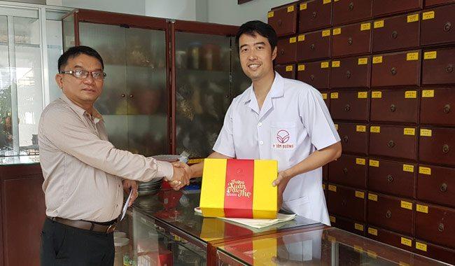 Anh Thật - khách hàng ở quận Tân Bình đến Y Tâm Đường để mua Trường Xuân Đại Thọ Thang