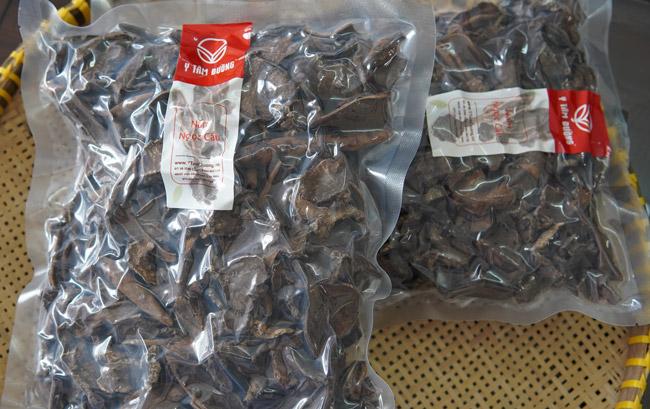 Nấm ngọc cẩu khô thái lát được đóng gói hút chân không gửi đến khách hàng